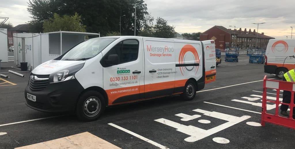A Mersey Rod drain unblocking van attending a drain unblock