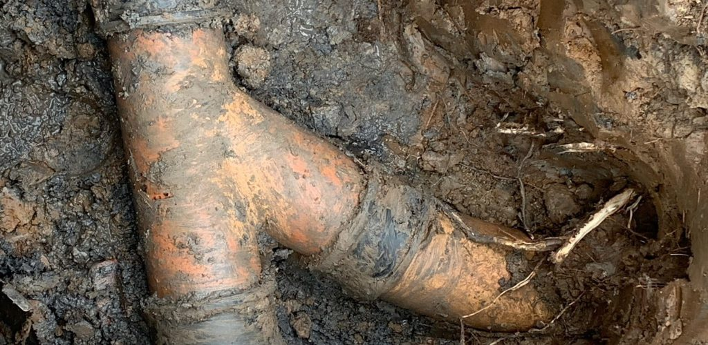 Drain repair after it has been excavated